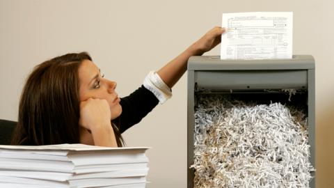 La Junta de Comunidades de Castilla La Mancha pone fecha de caducidad a los documentos contables. Del documento al dato